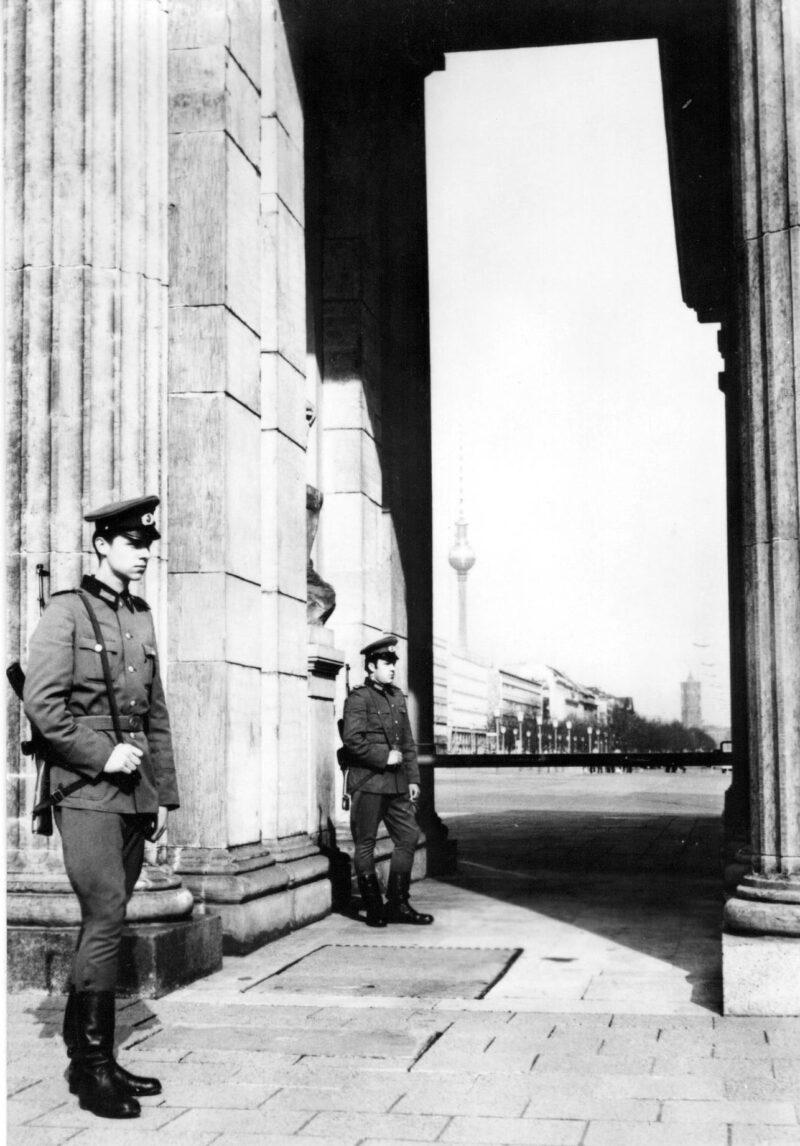 """Abbildung von """"Grenzposten am Brandenburger Tor"""""""