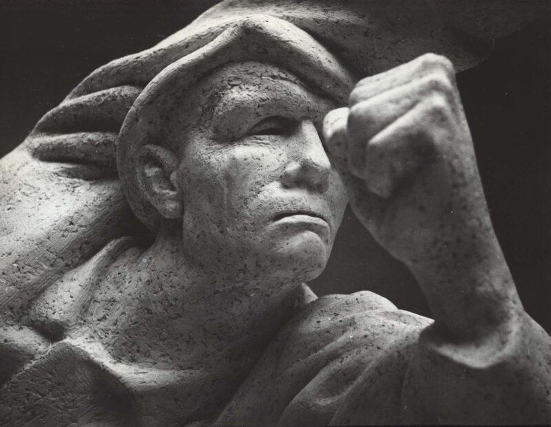 """Abbildung 1: """"Fotografie von Fritz Cremers Plastik """"Denkmal der deutschen Spanienkämpfer"""" (Detail)"""" von Fritz Cremer"""