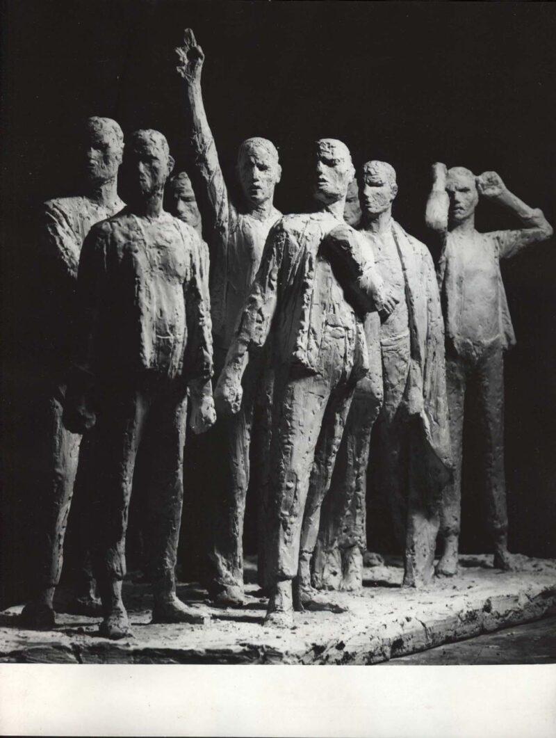 """Abbildung 1: """"Fotografie von Fritz Cremers Plastik  """"Buchenwald-Denkmal"""" (erster Entwurf)"""" von Autor Unbekannt"""