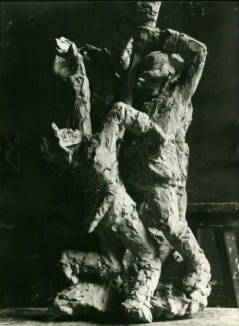 """Abbildung von """"Fotografie von Fritz Cremers Plastik """"Kämpfende Soldaten"""""""""""