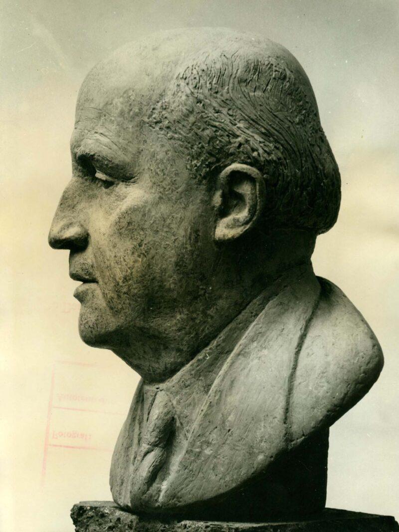 """Abbildung von """"Fotografie von Fritz Cremers Plastik """"Porträt Prof. Dr. Erhard Schmidt"""""""""""