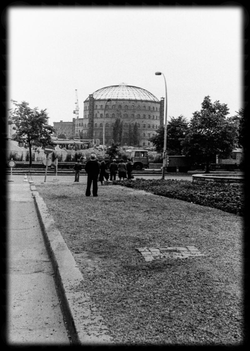 """Abbildung von """"Gasometer-Sprengung Dimitroffstraße (5)"""""""