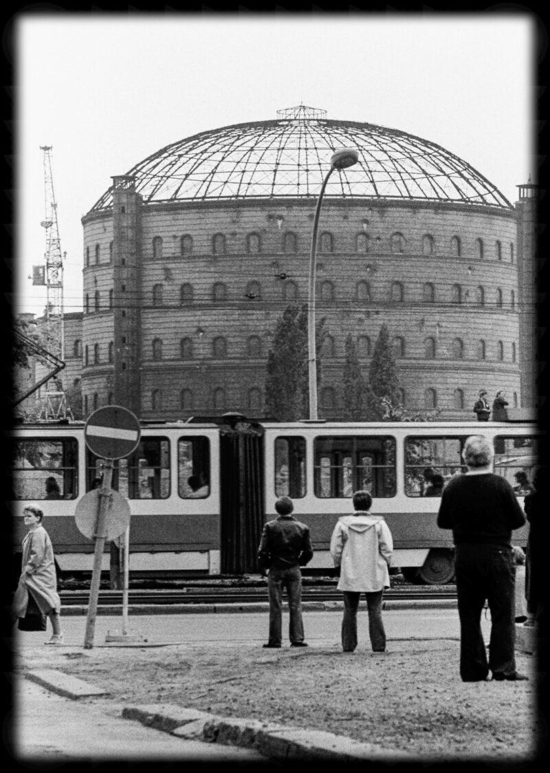 """Abbildung von """"Gasometer-Sprengung Dimitroffstraße (9)"""""""