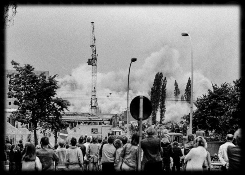"""Abbildung von """"Gasometer-Sprengung Dimitroffstraße (14)"""""""