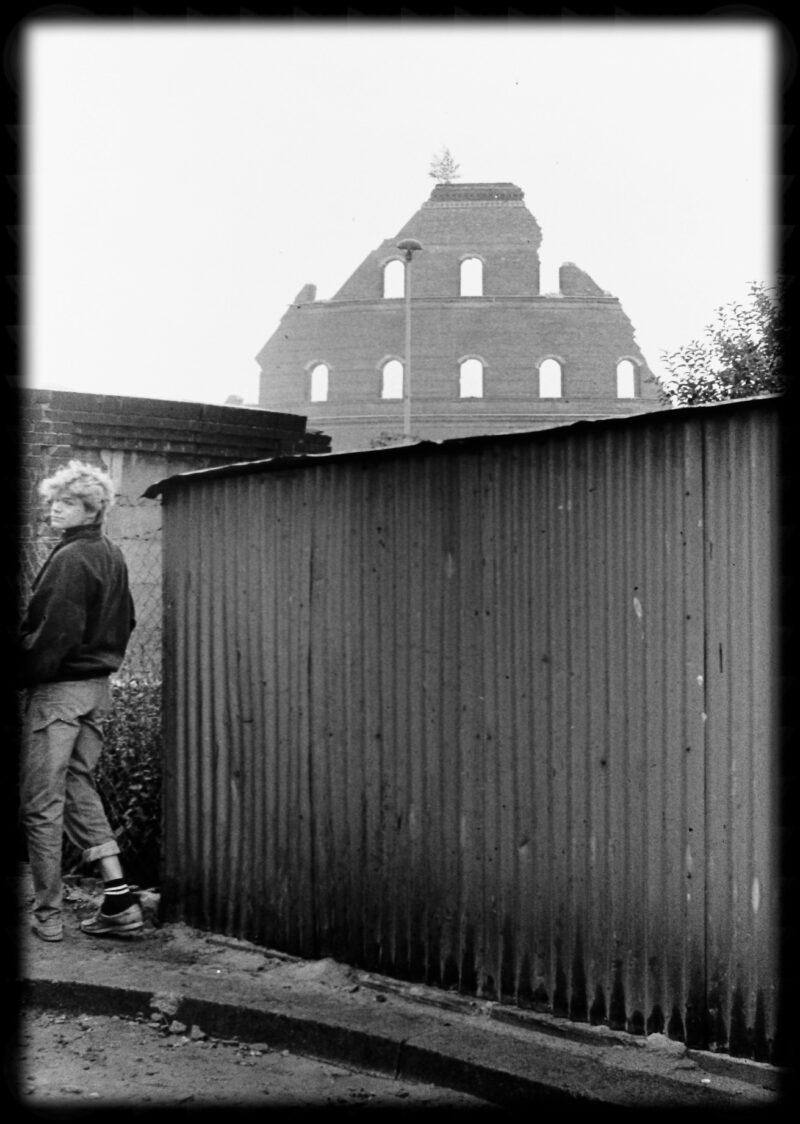 """Abbildung 1: """"Gasometer-Sprengung Dimitroffstraße (16)"""" von Peter Dettmann"""