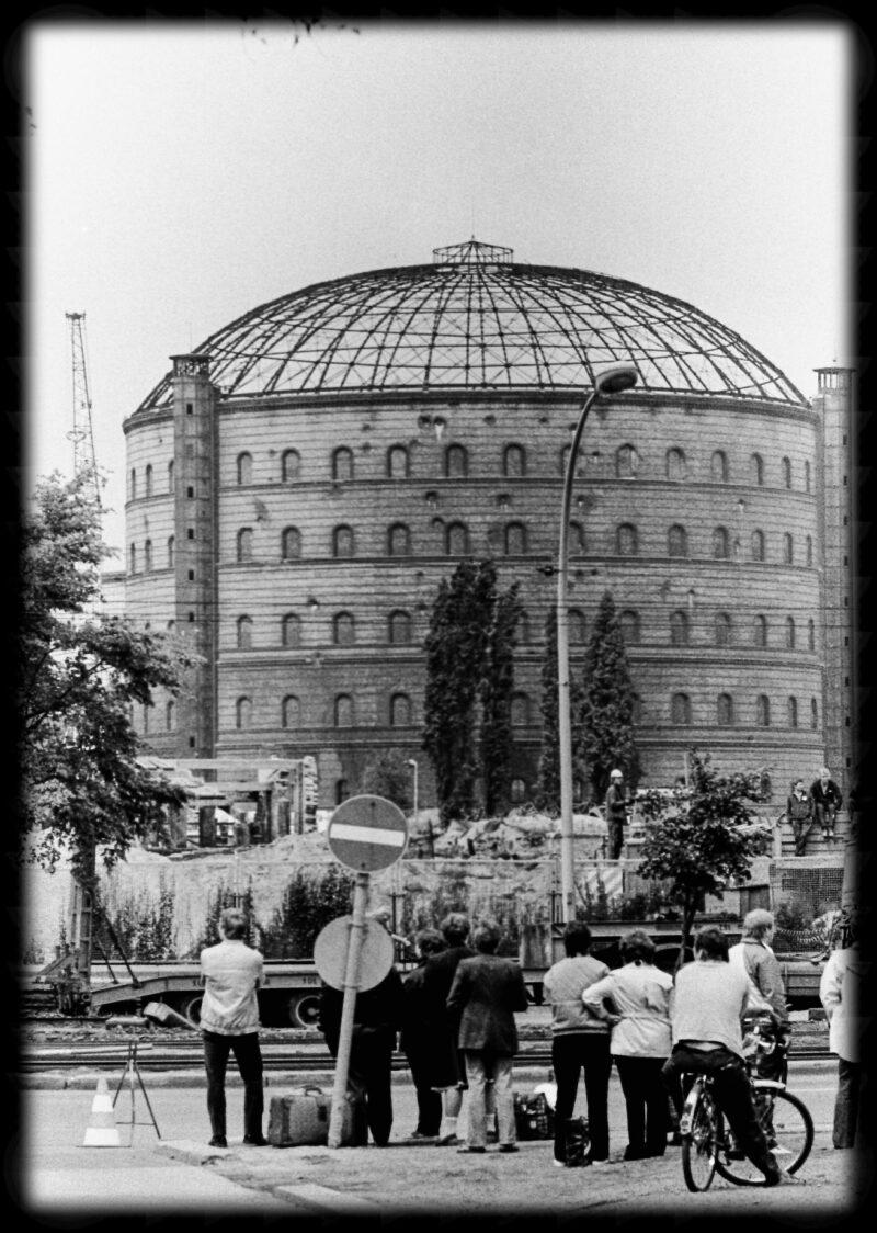 """Abbildung von """"Gasometer-Sprengung Dimitroffstraße (11)"""""""