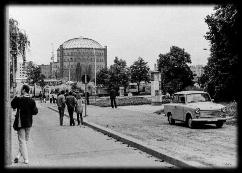 """Abbildung von """"Gasometer-Sprengung Dimitroffstraße (6)"""""""